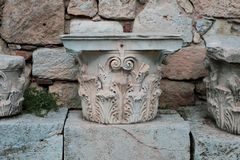 Rest av den Corinthian kolonnen royaltyfri bild