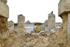 Rest av den förstörda industribyggnaden royaltyfria bilder