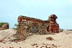 Rest av den gamla templet på Dhanushkodi Royaltyfri Bild
