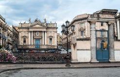 Rest av den romerska amfiteatern på piazza Stesicoro i katt Royaltyfri Foto