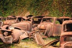 Rest av en bränd bil återstod i tillståndet Arkivfoto