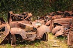 Rest av en bränd bil återstod i tillståndet Arkivbild