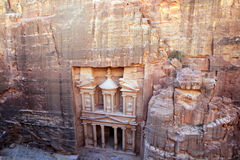 Rest av en forntida tempel i Petra, Jordanien arkivfoton