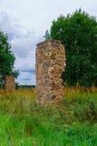 Rest av ett förstört byhus för gammal sten royaltyfria foton