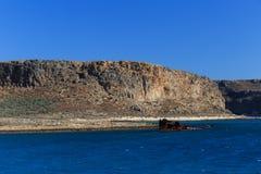 Rest av ett fartyg på kusten Arkivfoto