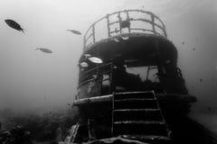 Rest av undervattens- skeppsbrott i svartvitt Arkivfoto