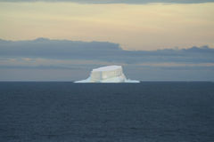Rest des tabellarischen Eisbergs Lizenzfreies Stockfoto