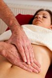 Rest und Entspannung durch Massage Lizenzfreies Stockfoto