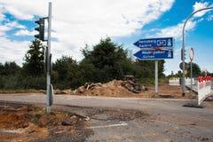 Restauração da estrada na entrada de automóveis de uma estrada Fotografia de Stock