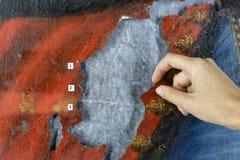 Restauração: fim acima conservação das pinturas conservação das esculturas fotos de stock