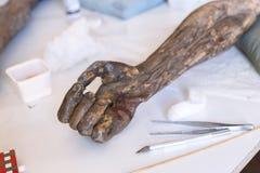 Restauração: fim acima conservação das pinturas conservação das esculturas fotografia de stock royalty free