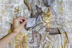 Restauração: fim acima conservação das pinturas conservação das esculturas fotografia de stock