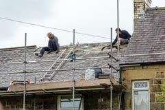 Restauración decorativa del tejado de pizarra en País de Gales Fotos de archivo libres de regalías