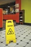 Restauraci podłoga Mokry znak Zdjęcia Royalty Free