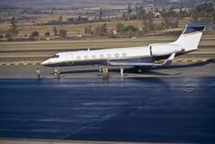 Restauraciones de la pista de despeque del aeropuerto foto de archivo libre de regalías