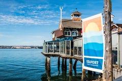 Restauracja i sztandar przy port morski wioską w San Diego zdjęcie stock