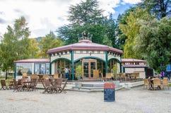 Restauracja lokalizować przy brzeg jeziora Jeziorny Wakatipu w Queenstown, Nowa Zelandia Zdjęcie Stock