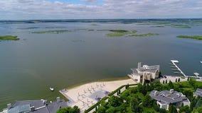Restauracja na brzeg wielki jezioro Cha?upy na jeziorze zdjęcie wideo