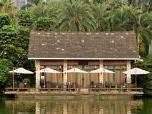restauracja na jeziorze Obraz Royalty Free