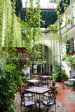Restauracja na patiu kolonialny dom Fotografia Royalty Free