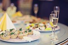 Restauracyjni porcja soku szampana szkła Obraz Stock