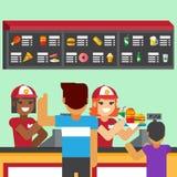 Restauracyjni pracownicy słuzyć fastów food posiłki z uśmiechem Zdjęcia Stock