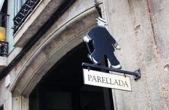 Restauracyjny podpisuje wewnątrz Barcelona dokąd paella przygotowywa 17 0820 Obrazy Stock