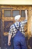 Restaurando a porta velha Foto de Stock Royalty Free