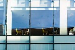 Restaurang bak fönstret Royaltyfri Fotografi