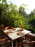 restaurang för fresco för alområde äta middag utomhus- Arkivfoton