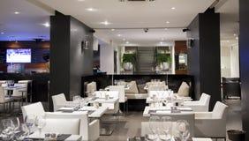 Restaurang för vit wine Royaltyfri Foto