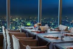 Restaurang i Bangkok på natten Royaltyfria Bilder