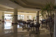 Restaurang i den storslagna oassemesterorten för hotell Fotografering för Bildbyråer