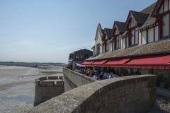 Restaurang i Mont Saint Michel, Frankrike Fotografering för Bildbyråer