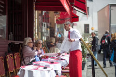 Restaurang i Montmartre, Paris Royaltyfria Foton