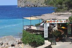 Restaurang med seaview på ön av Mallorca, Spanien Arkivbild
