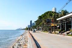 Restaurang- och sjösidavägen i PATTAYA Arkivfoto