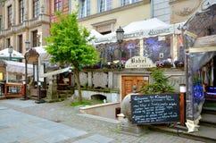 Restaurang på den Dlugi Targ fyrkanten i Gdansk, Polen Fotografering för Bildbyråer