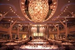 Restaurang på kryssningskeppet arkivfoto