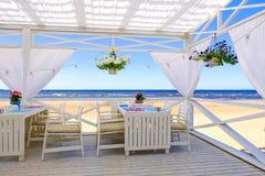 Restaurang på stranden royaltyfri fotografi
