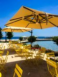 Restaurang på vattnet royaltyfria bilder