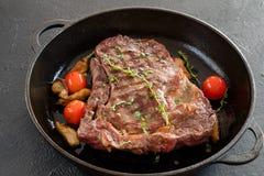 Restaurang som lagar mat grillad huvudsaklig kurs för kött arkivfoton