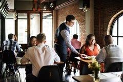 Restaurang som ut kyler reserverat begrepp för flott livsstil arkivbild