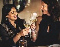 Restaurang som ut kyler reserverat begrepp för flott livsstil royaltyfri fotografi