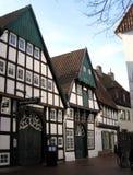 Restaurang Weinkrueger i medeltida timmer som inramar huset Osnabrà ¼ ck Arkivfoto