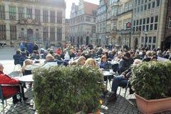Restaurangen arbeta i trädgården i Bremen Royaltyfri Foto