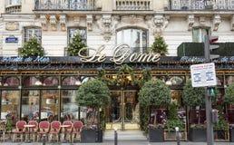 Restaurangen Le Kupol dekorerade för jul, Paris, Frankrike Arkivbild