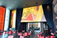 Restaurangens inre av det Jw Marriott Marquis Dubai hotellet Arkivfoto
