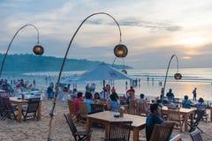 Restauranger för havsmat på Jimbaran sätter på land i Bali, Indonesien Royaltyfri Fotografi