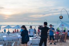 Restauranger för havsmat på Jimbaran sätter på land i Bali, Indonesien Royaltyfri Bild